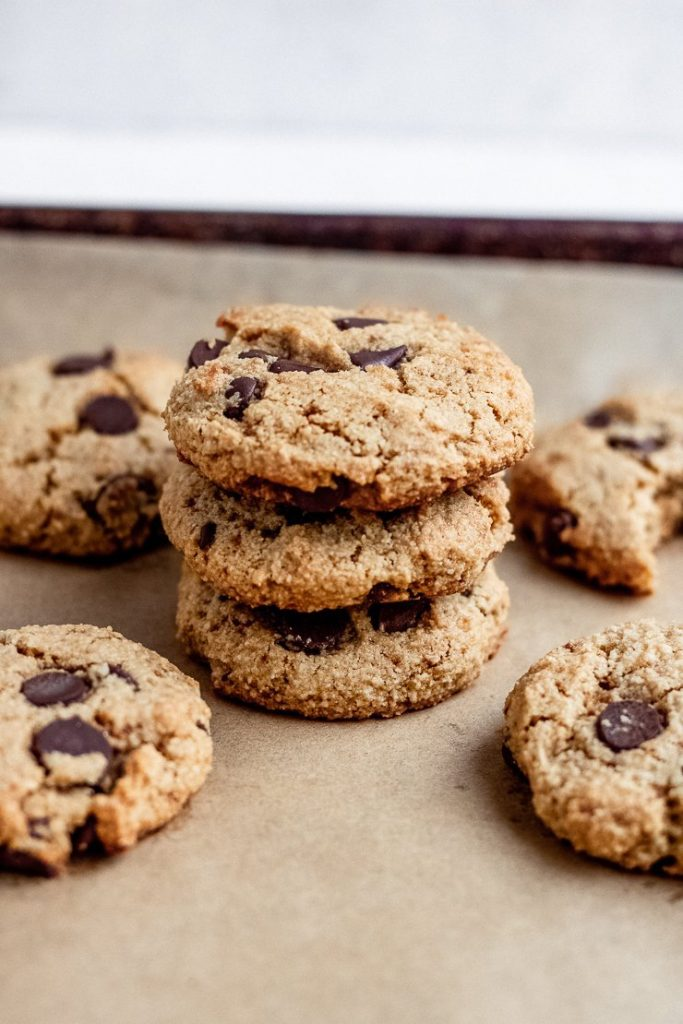 chocolate chip almond flour cookies
